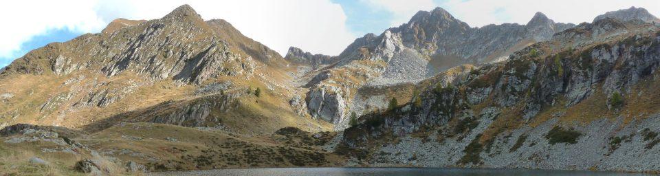 Cresta montuose tra pascoli e rocce