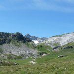 Altipiano con cima nera e cresta bianca